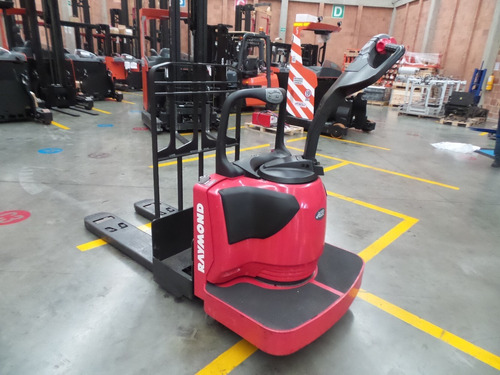 estibador eléctrico 8410, marca raymond, capacidad 2.700kg