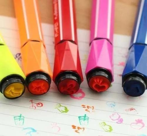 estojo com 12 canetinhas hidrocor com carimbos na tampa