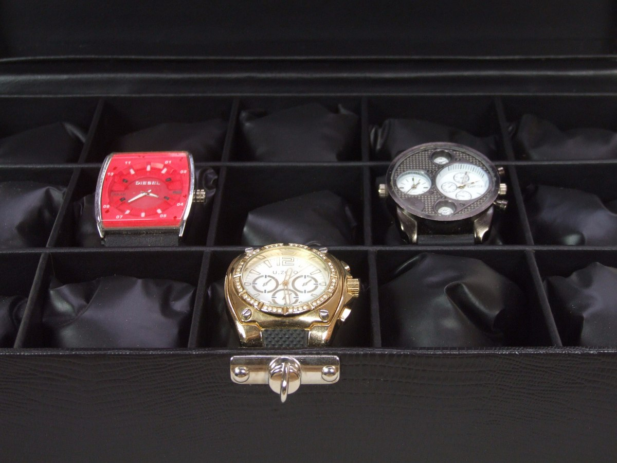 241a687443a Estojo Para Relógios Invicta Grande De Pulso 15 Casulos - R  119