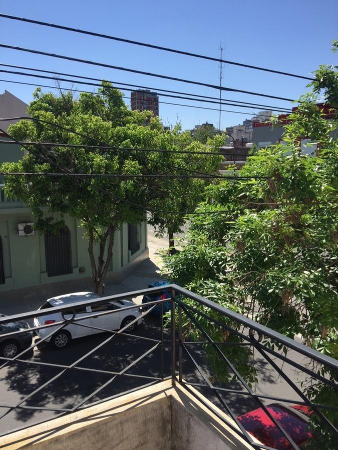 estrada al 200-parque chacabuco-cap fed- 3 amb fte bcon por escalera sin expensas