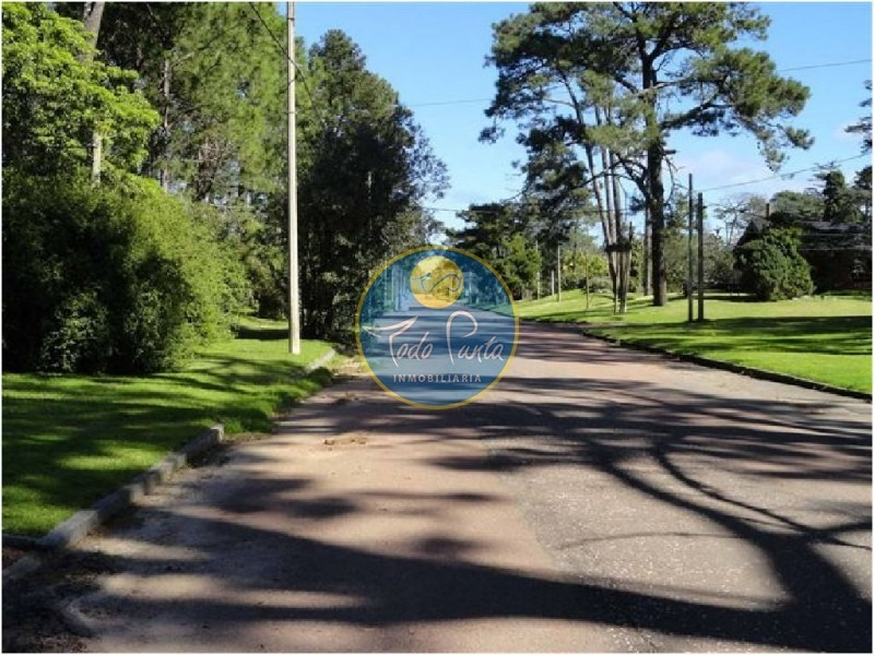 estratégicamente ubicada en el exclusivo barrio cerrado de boulevard park- ref: 4585