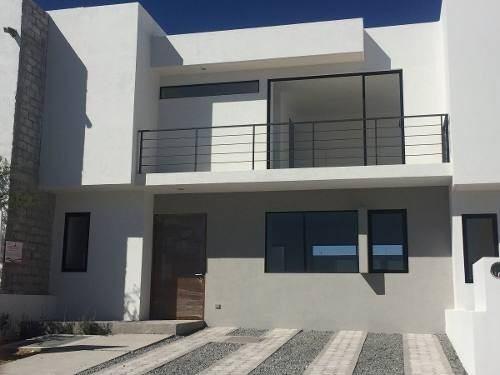 estrena casa en juriquilla san isidro, 3 recámaras, estudio, jardín, equipada!!