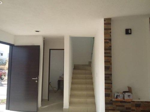 estrena casa en san isidro juriquilla, 3 recámaras, 2.5 baños, jardín, estudio