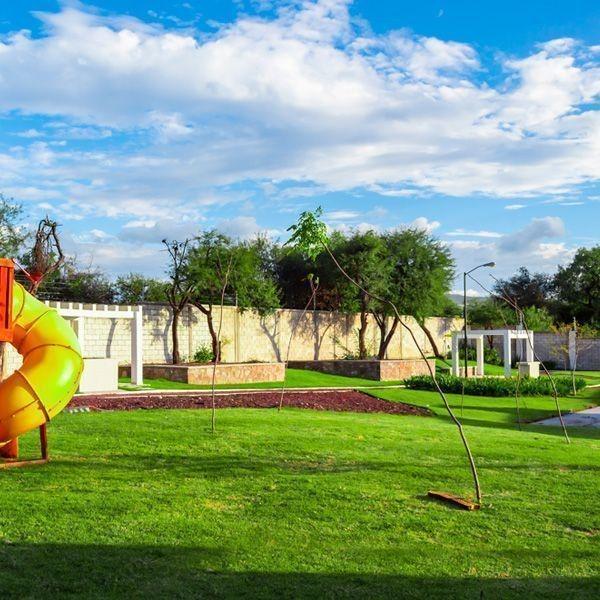 estrena casa, una planta, en el pueblito, 3 recamaras, 2 baños, alberca, jardín