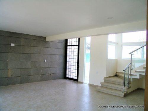 estrene bonita casa nueva, con practico diseño y bien ubicad