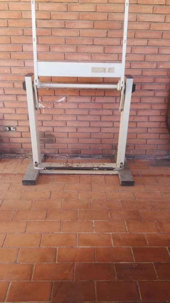 Estructura Metálica De Mesa De Dibujo Bs 45 000 00