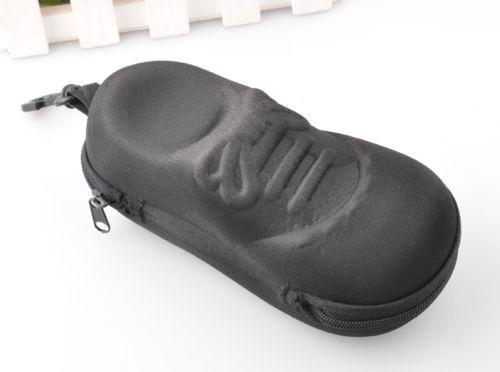 estuche de lentes en forma de zapatilla negra skpalace