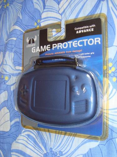 estuche duro protector para el game boy advance.
