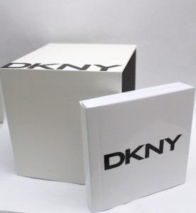 estuches relojes dkny con su cojin y manual