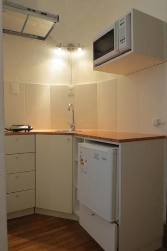 estudio con kitchenette y baño privado alquiler anual/temp.