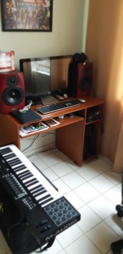 estudio de grabación, edición, mezcla y master.