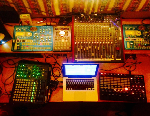 estudio de producción de musica electronica