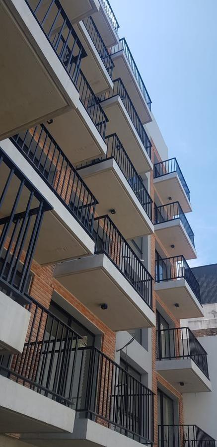 estudio divisible con balcón a estrenar en san telmo