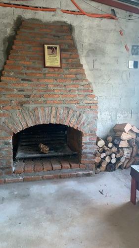 estufa a leña hecha en ladrillos