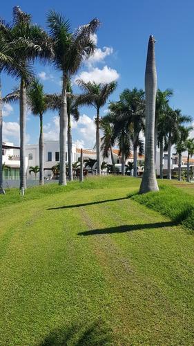estupendo terreno en la calle mas bonita del cid