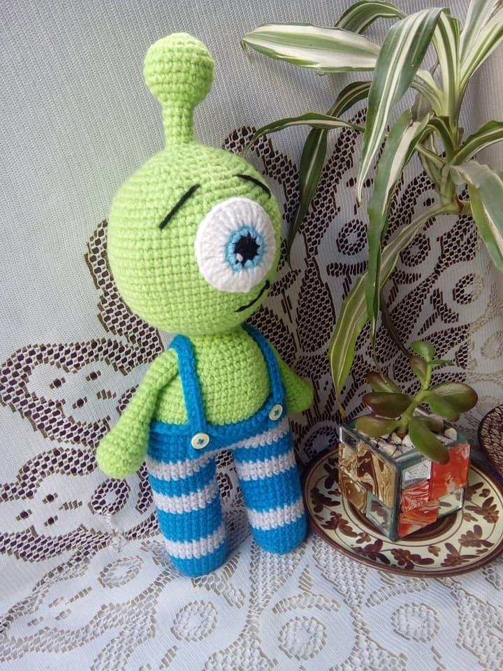Amigurumi Alienígena | Dinossauro de crochê, Coelho de crochê ... | 960x720