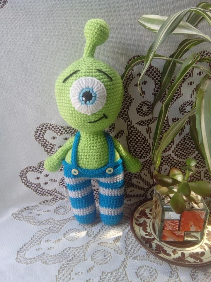 UFO Alien Amigurumi Pattern - Sueños Blanditos | 960x720
