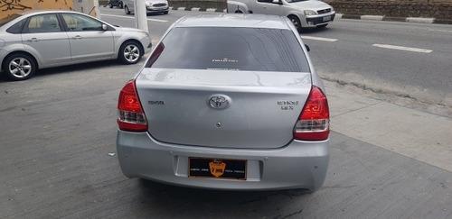 etios sedán sedan