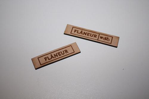 etiquetas y chapitas con tu marca.carteras,ropa, accesorios.