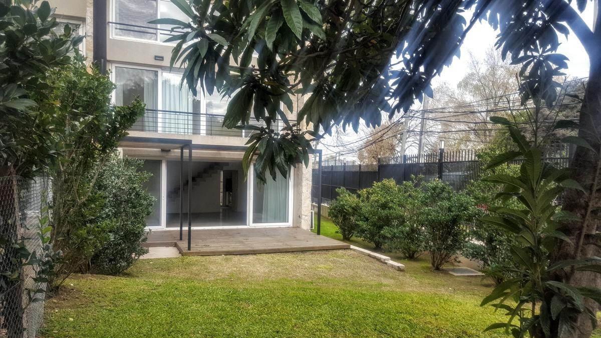 eucalis - hermoso tríplex en barrio cerrado en la horqueta