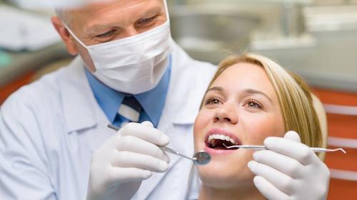 exámenes y tratamientos dentales al costo.