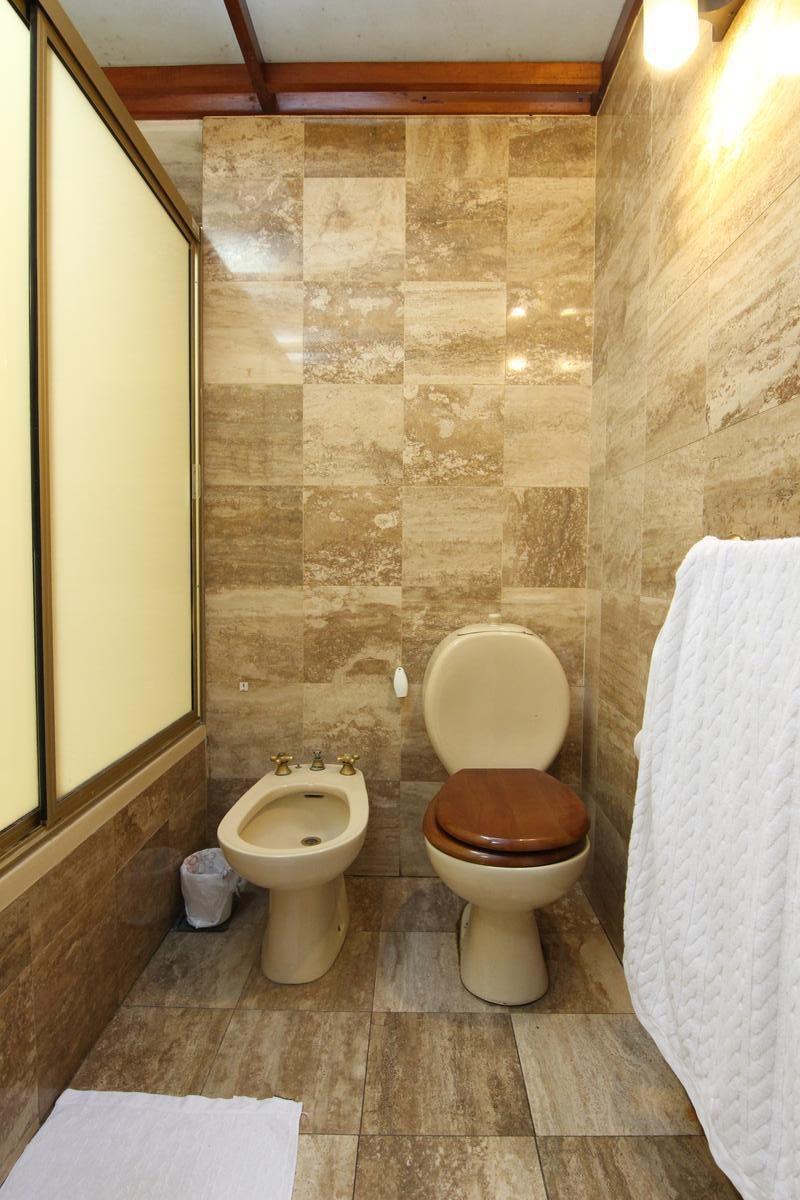 exc chalet en estratégica ubicación, 4 ambientes c/3 dormitorios en beccar - escucha ofertas!