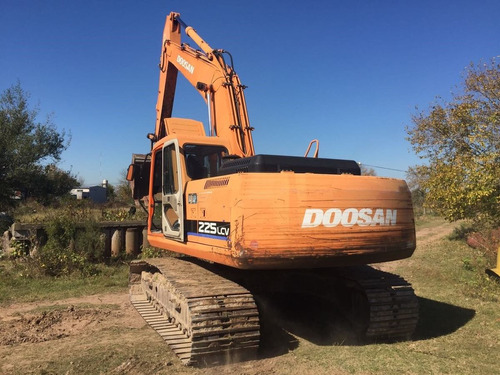 excavadora doosan 225 lcv  retroexcavadora