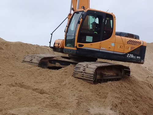 excavadora hyundai robex 220 lc  año 2012