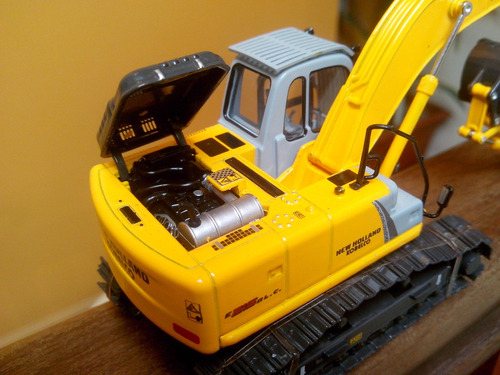 excavadora new holland e215b, motorart, escala 1:50