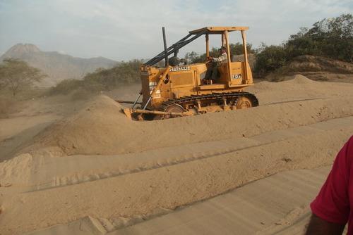 excavadora  y tractor de oruga en alquiler