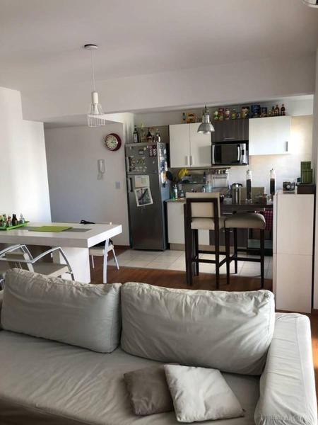 excelente 2 ambientes con cochera en el corazón de villa crespo.