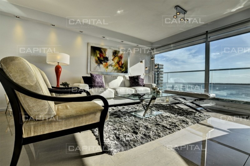 excelente apartamento de 3 dormitorios con vista a playa mansa-ref:27126