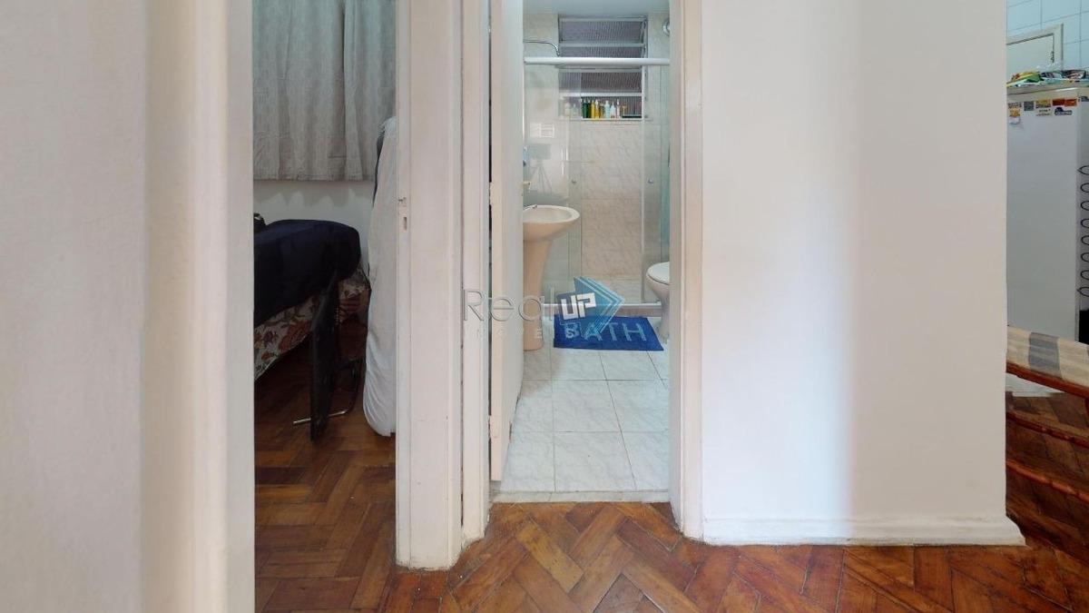 excelente apartamento em ótima localização no humaitá, 2 quartos, 1 sala. - 18416