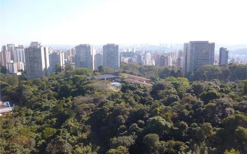 excelente apartamento em rua fechada com terraço e vista permanente para o verde.