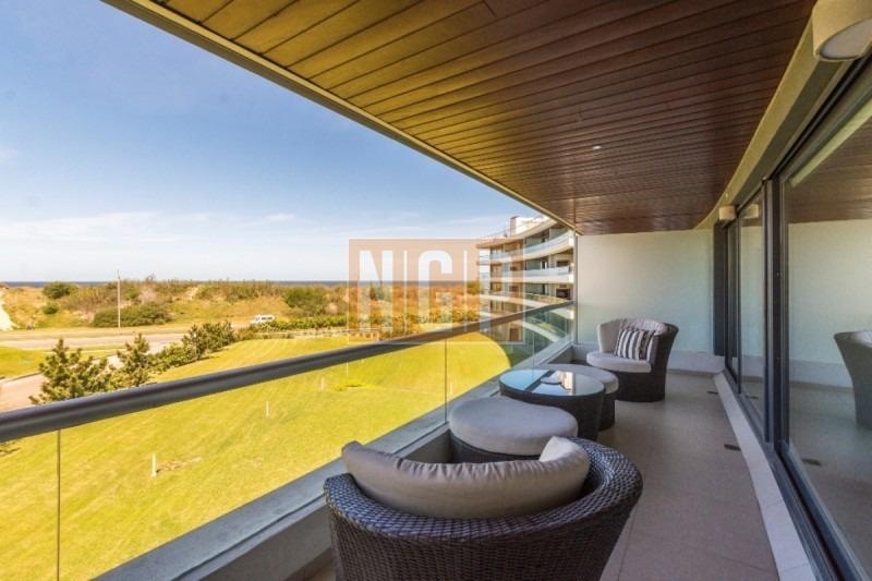 excelente apartamento en brava en venta y alquiler excelentemente decorado con vista al mar -ref:5588