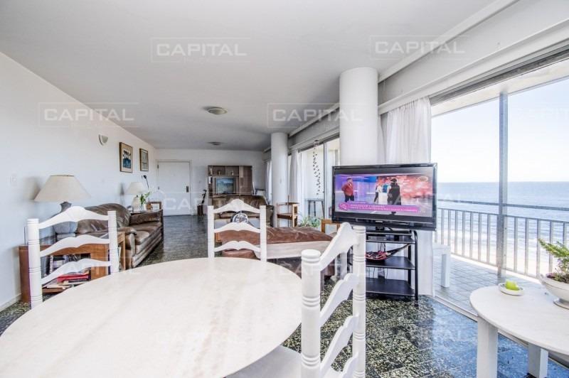 excelente apartamento en primera línea al mar punta del este-ref:25224