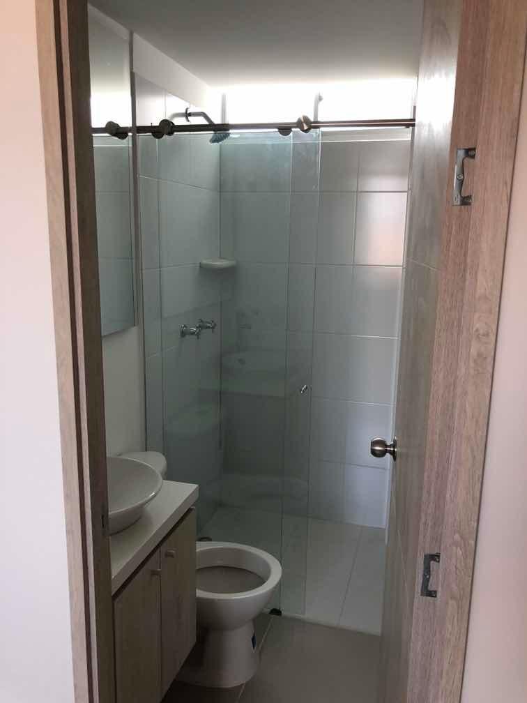 excelente apto 2 habitaciones, 2 baños,util. parqueadero.
