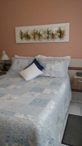 excelente apto com 2 dormitórios sendo 2 suítes, sala com sacada gourmet, 2 vagas de garagem, aceita permuta -canto do forte - praia grande - ra2f121a - r2f121a - 33294921