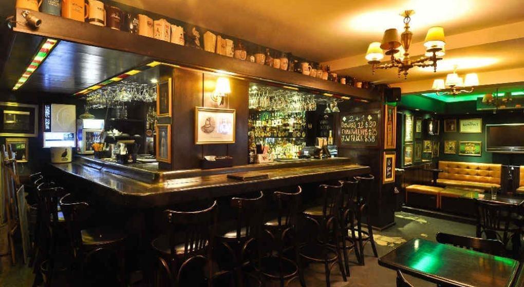 excelente!!!!  bar, ubicación privilegiada