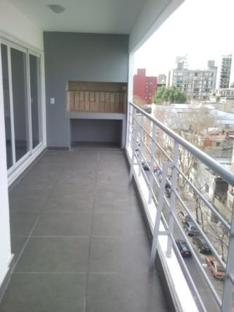 excelente calidad. amplisimo balcón con parrillero. impecable!