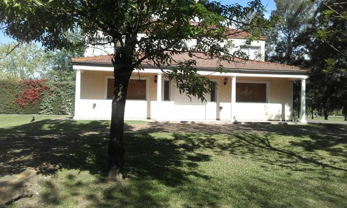 excelente casa 200 m² - lote 743 m2