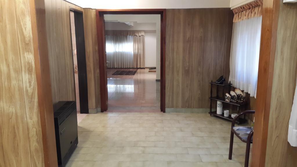 excelente casa 3 ambientes c/ cochera para 2 autos - san justo