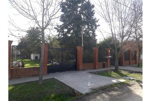 excelente casa 3 amb.s/ 2 lotes 750 m2.