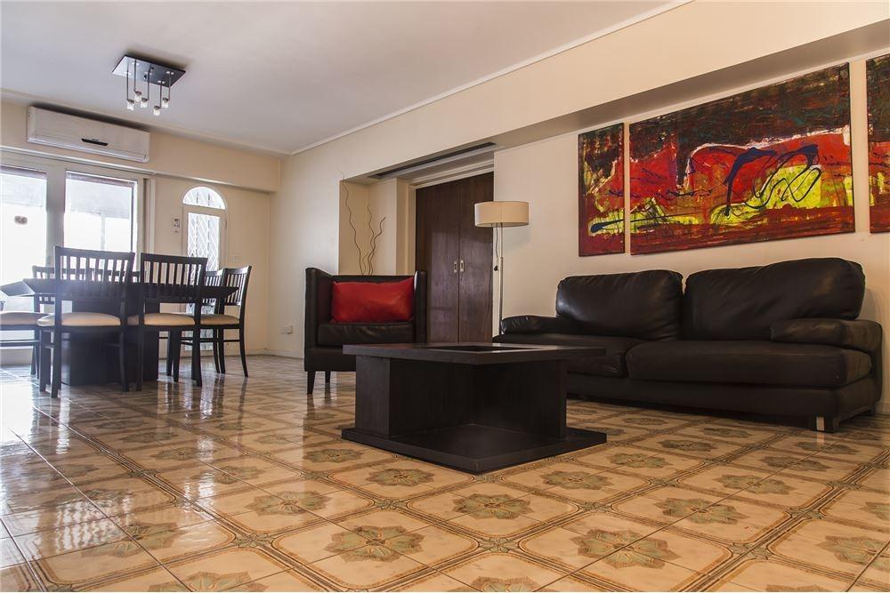 excelente casa 3 plantas,pileta, playroom, quincho