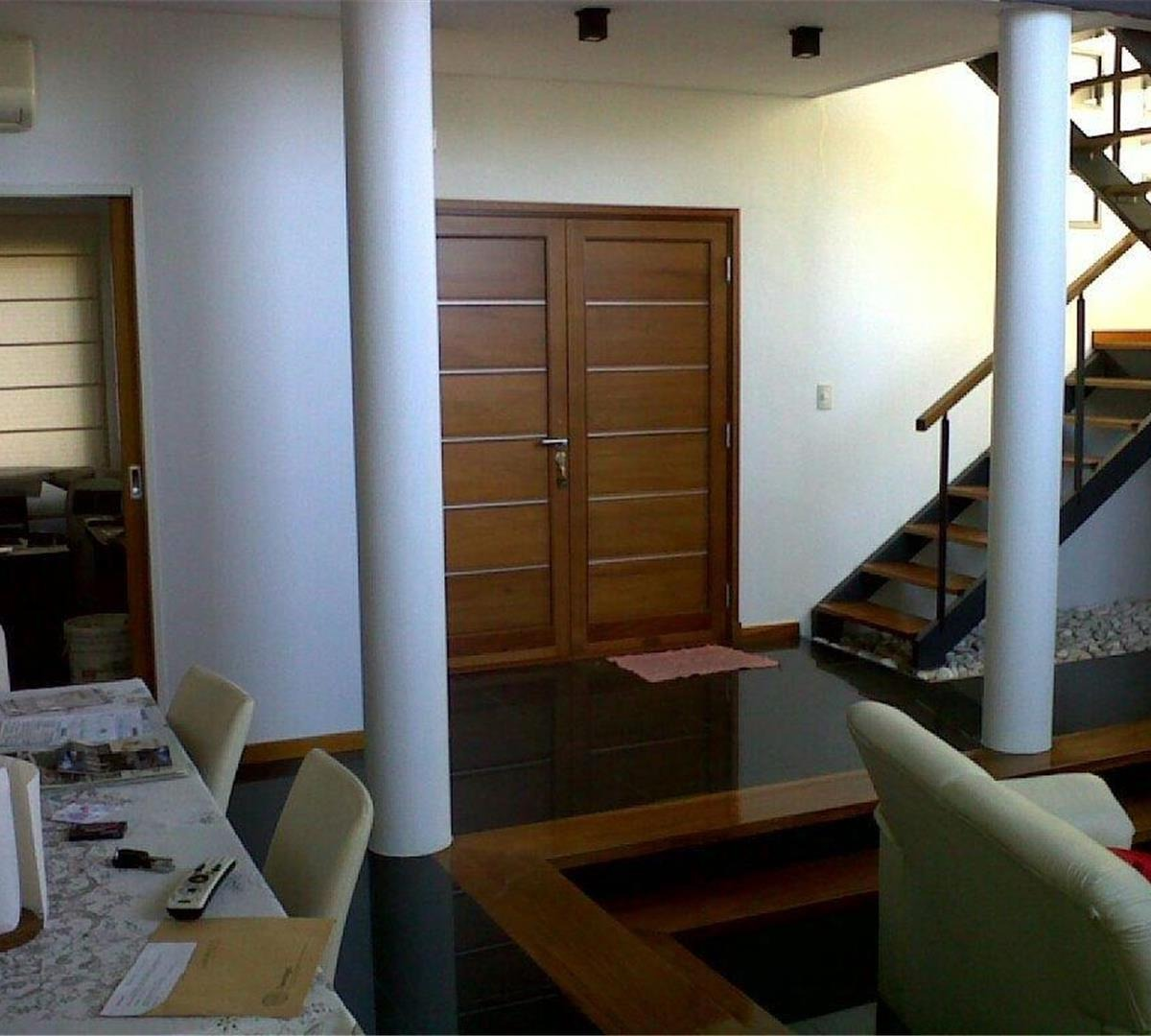 excelente casa 300 mt2  4 ambientes  galeria  playroom