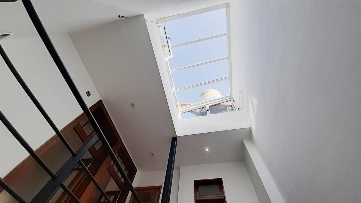 excelente casa 4 amb con dep, jardín, 2 cocheras, planta alta nueva