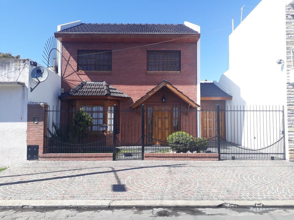 excelente casa 4 amb garage para 2 autos lote 300 m² (132 m² cub) - san justo