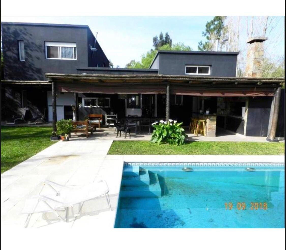 excelente casa 5 ambientes. fincas de maschwitz. retasada.!!