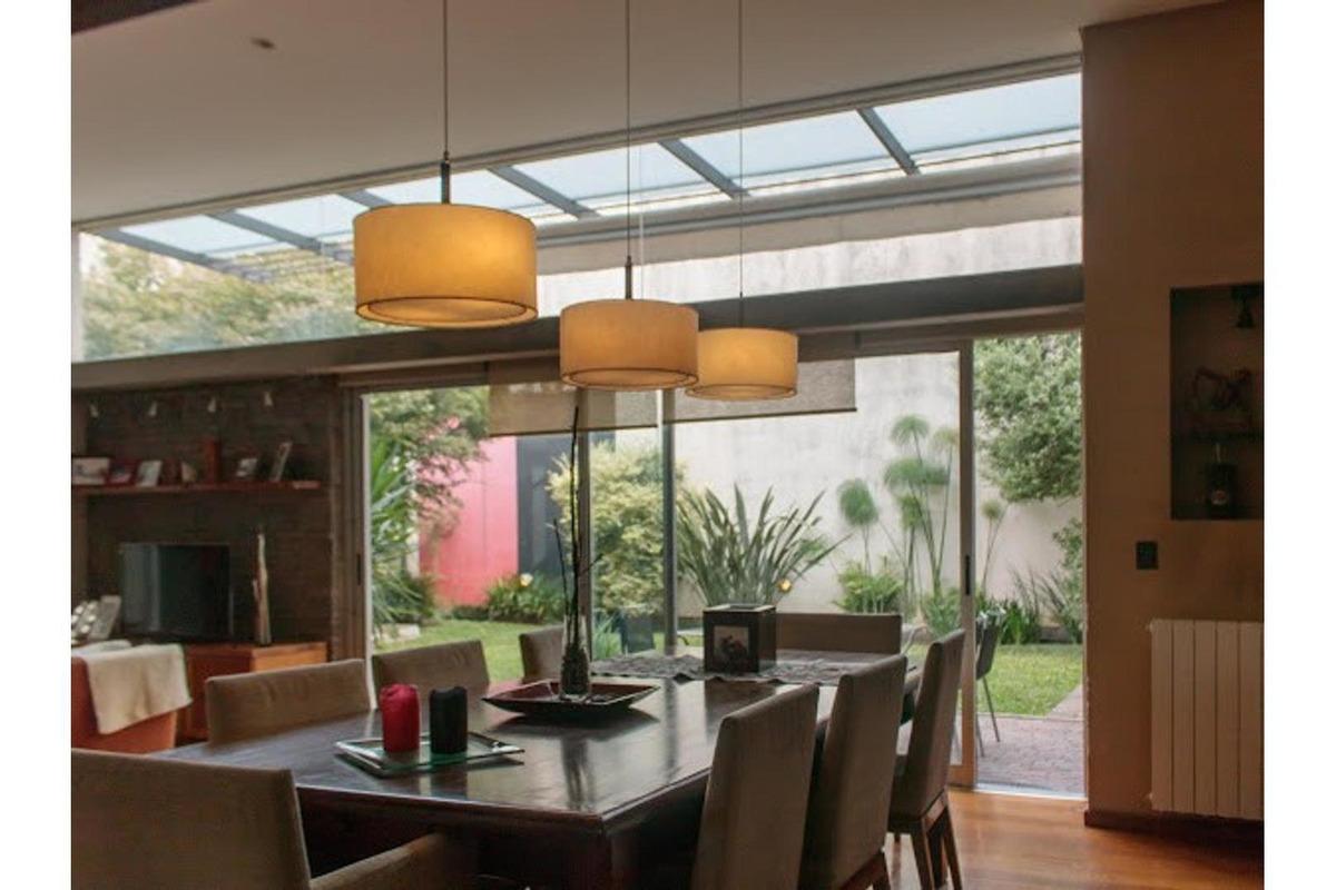 excelente casa 6 ambientes doble lote