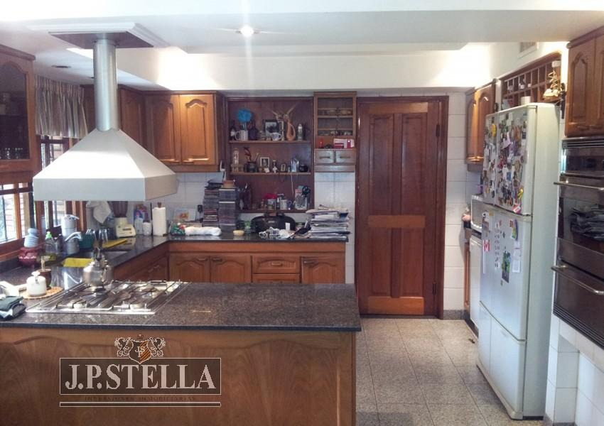excelente casa 7 amb. lote 807 m² - 464 m² cub. - ideal inversor -  s.justo (ctro)
